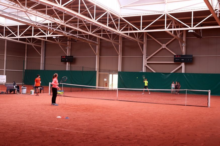 Court Indoor Tennis
